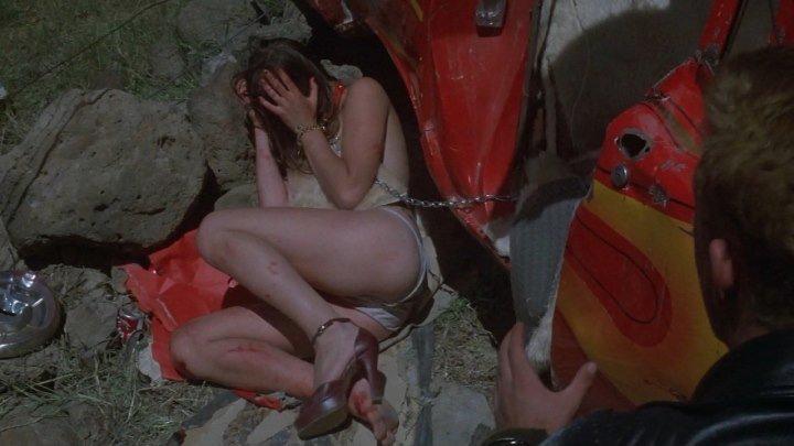 сцена насилия(бдсм, изнасилование, бондаж, пси-садизм) из фильма Mad Max(Безумный Макс) - 1979 год, Лиза Альденховен