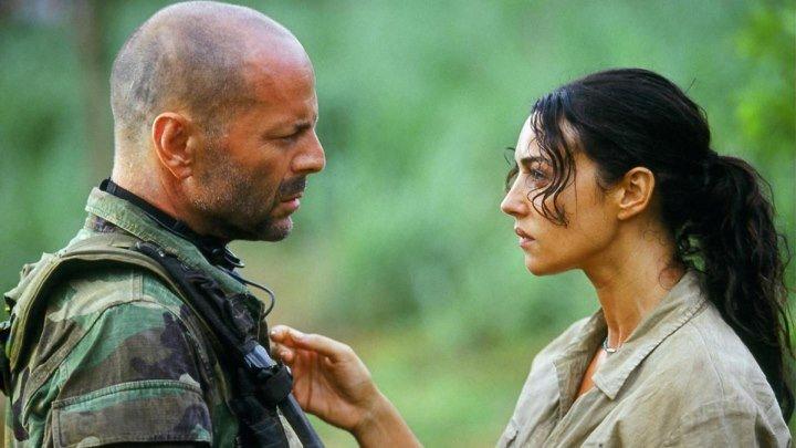 Брюс Уиллис и Моника Беллуччи в боевике Слезы солнца.