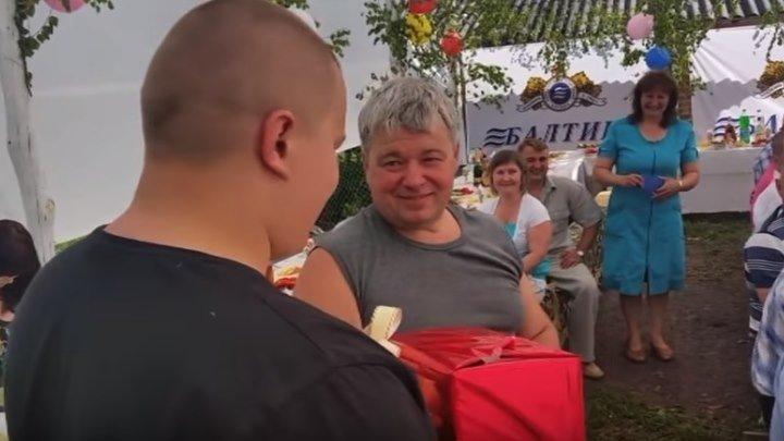Подарил отцу машину в день рожденья Сдержал обещание данное папе в детстве
