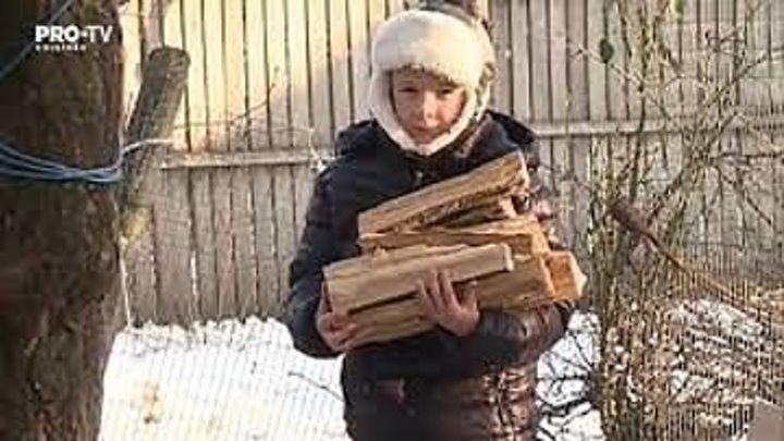 Gerul nu mai este o condamnare pentru cei trei copii din satul Bujor crescuti doar de tatal lor. Ograda s-a umplut de lemne, iar casa de cadouri