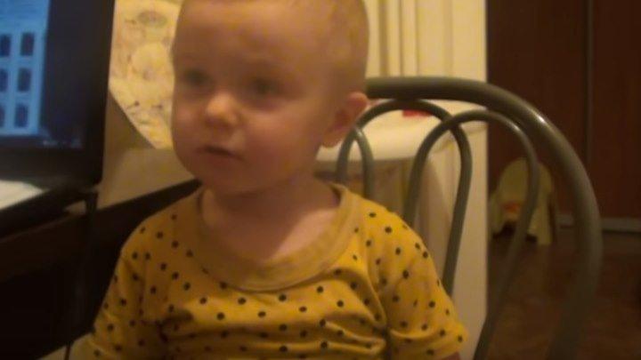 Малыш жалуется маме на папу и сестру