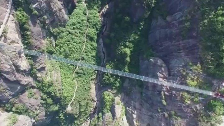 Стеклянный мост в Китае!