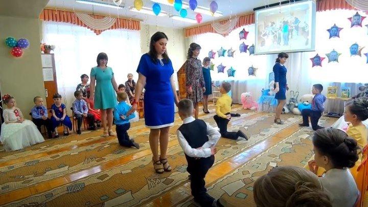 Очень трогательный танец мам и детей