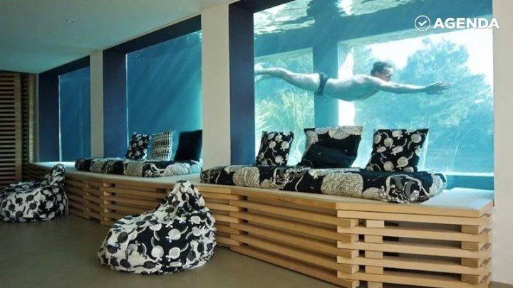 Бассейн-аквариум в особняке
