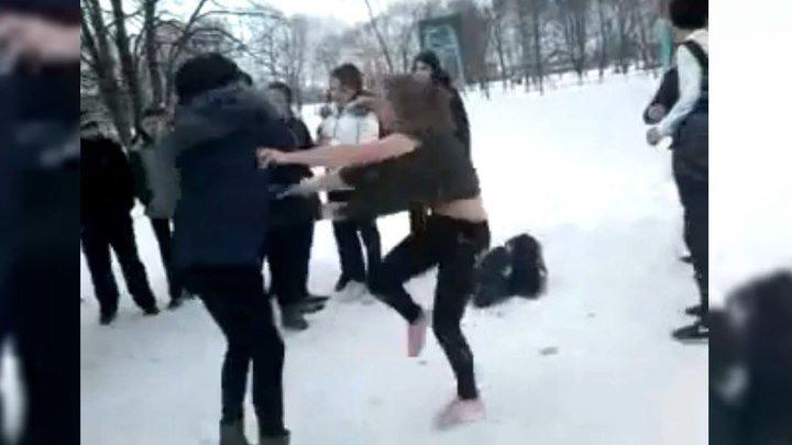 Ученицы превратили задворки ставропольской школы в бойцовский клуб