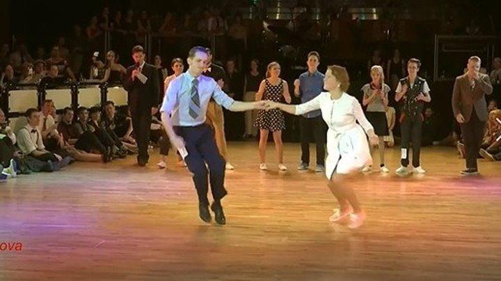 Супер красиво танцуют!😘 Морская пена🌴 Band ODESSA💙