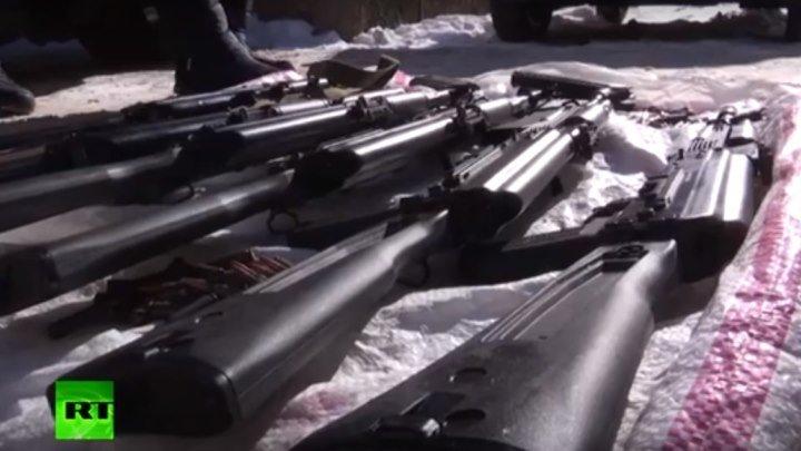 В Калуге ФСБ пресекла деятельность группы торговцев оружием