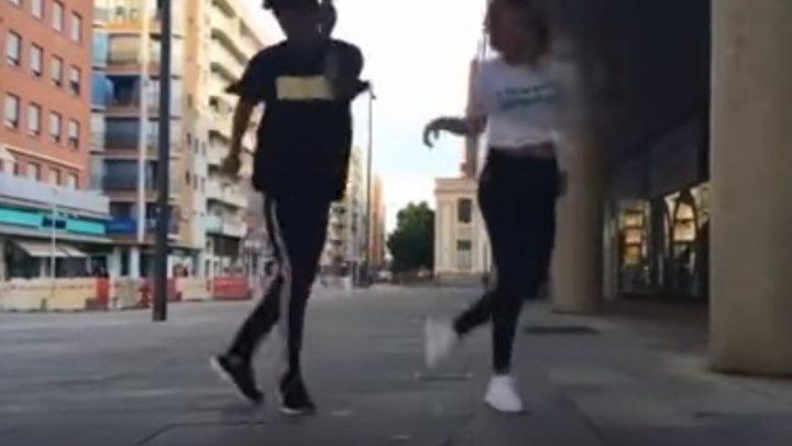 Парень и девушка танцуют (шафл)(shuffle)