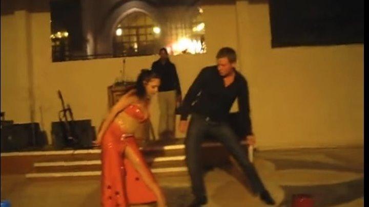 Русский турист сделал восточную девушку по танцам )))