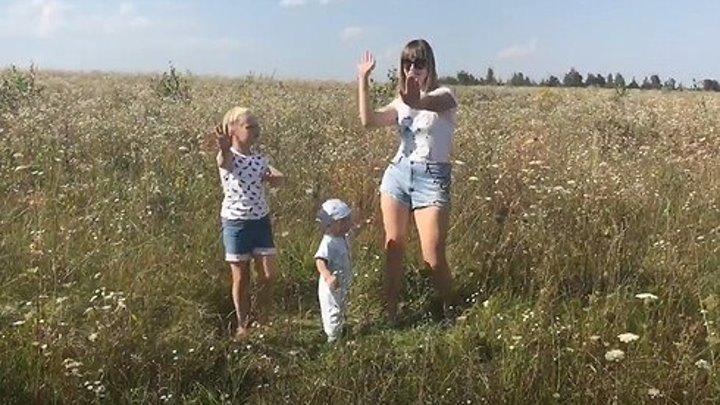Я мать, и я умею танцевать)