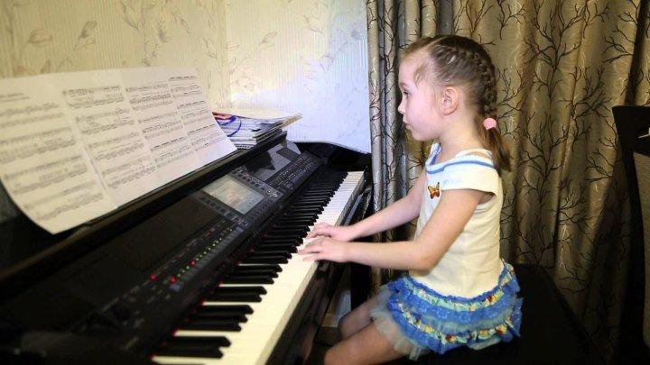 Ей всего 6 лет! Сама играет и поет! ОНА ВЕРНЁТСЯ....Виктория Викторовна
