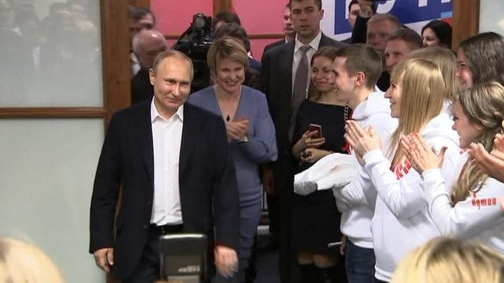 Владимир Путин встретился с волонтерами и сотрудниками штаба