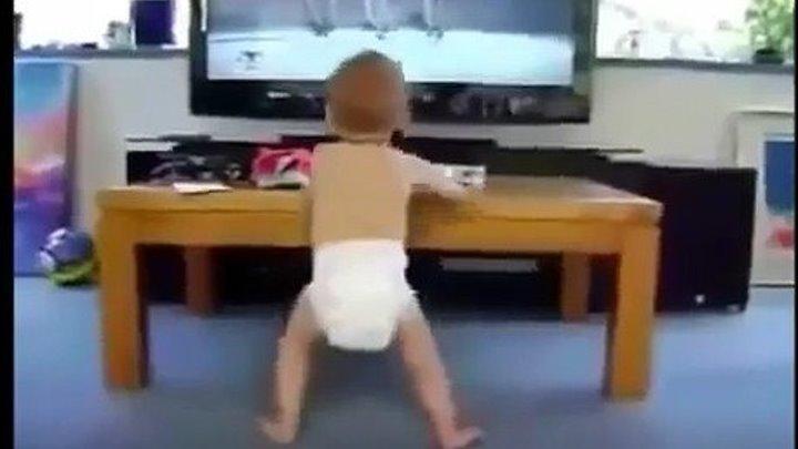 Как дети смешно танцуют
