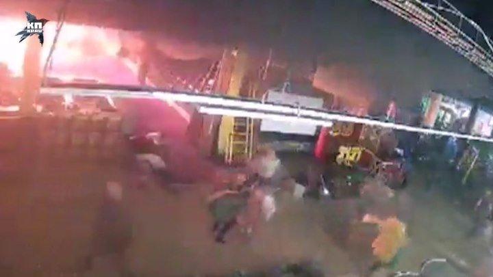 Первые минуты пожара в Кемерово с камер наблюдения