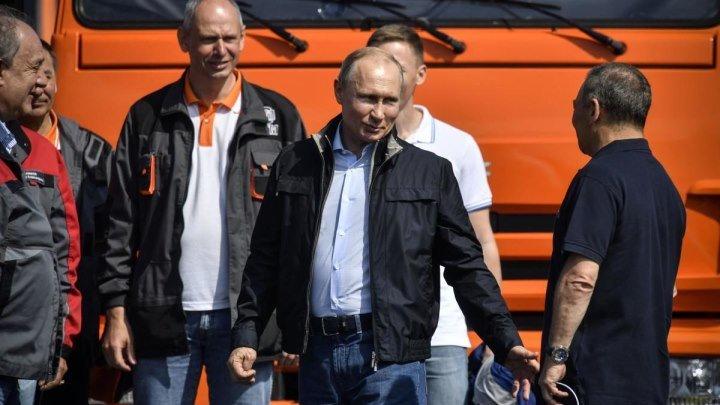 "В.В. Путин за рулем ""Камаза"" открыл Крымский мост"
