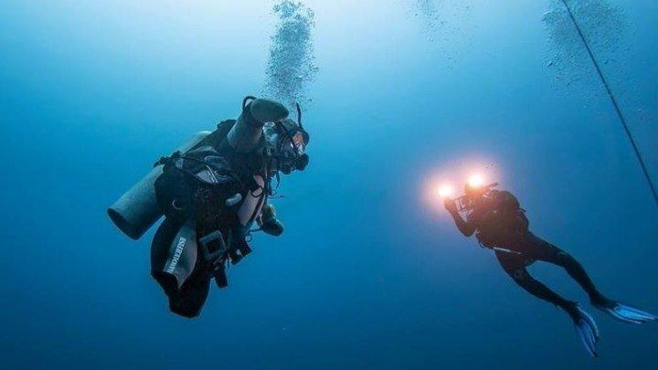 Российский дайвер без рук и ног установил мировой рекорд по глубине погружения в открытое море