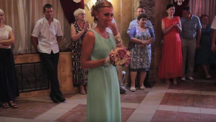 Парень сорвал бросание букета на свадьбе !!!