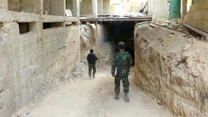 Мирные жители возвращаются в оставленные боевиками города Сирии