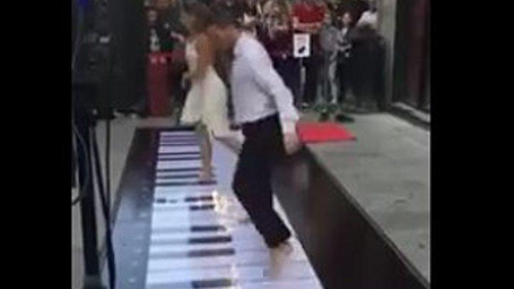 Круто танцуют!
