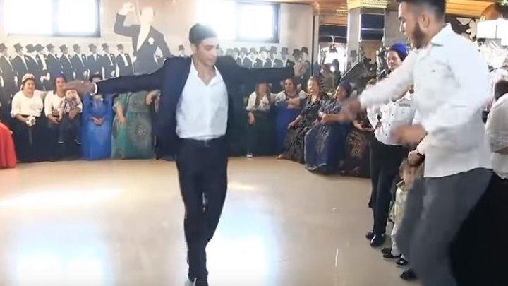 Цыганская свадьба. Умеют же они все таки танцевать! Супер!
