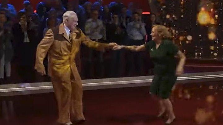 Когда эта пара вышла на танцпол, никто не ожидал такого. Они просто супер!