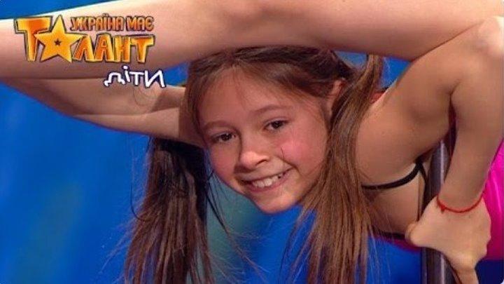 Катя Судникова. Невероятный танец на пилоне