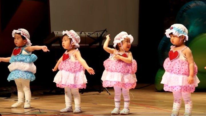 Китайские детишки смешно танцуют) Вот умора!