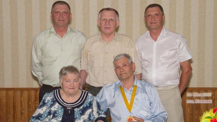 Юбилей моего любимого дедушки - Крюкова Евгения Петровича .Смотреть всем Крюковым и тем , кто нас любит!