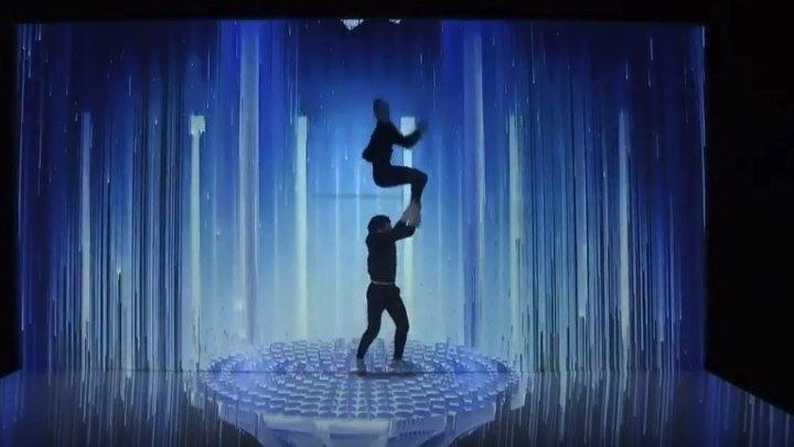 Невероятный танец на грани реальности!