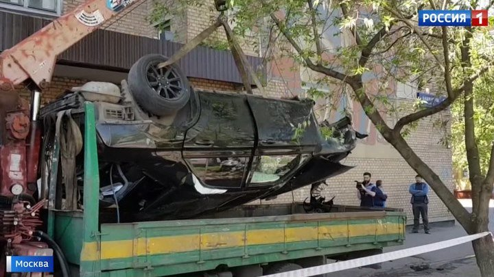На Каширке Mercedes влетел в здание