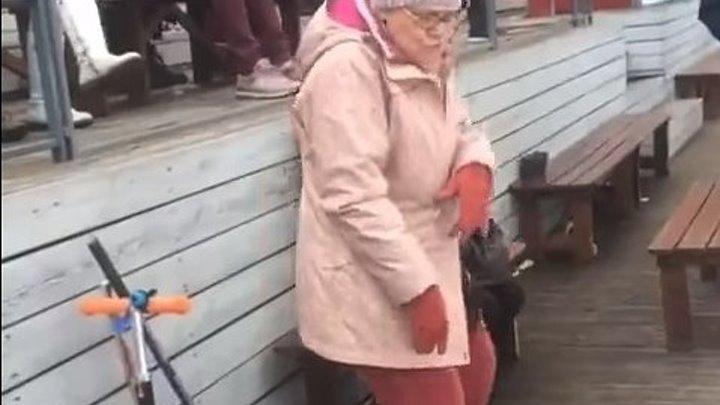 Бабуля ушла в отрыв...)