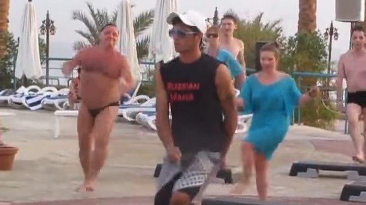 Отжигая в Турции, русский турист собрал толпу!