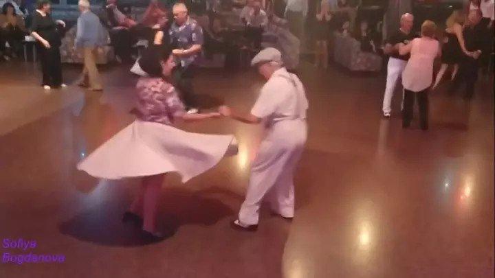 ВОЗРАСТ - ТАНЦУ НЕ ПОМЕХА! Красиво танцует не только молодёжь!!!
