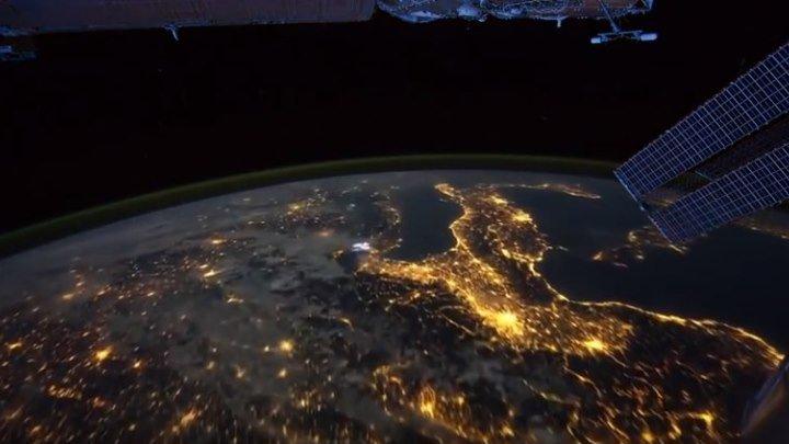Вид ночью из космоса на планету Земля. Просто до мурашек....