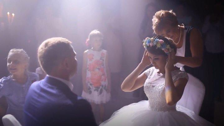 Нереально красивое снятие фаты на свадьбе. Трогательно