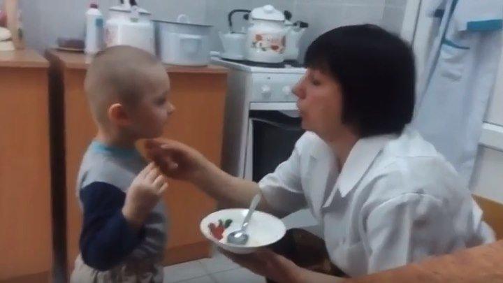 Няня от Бога - каждого уговорит, кто не хочет кушать )))