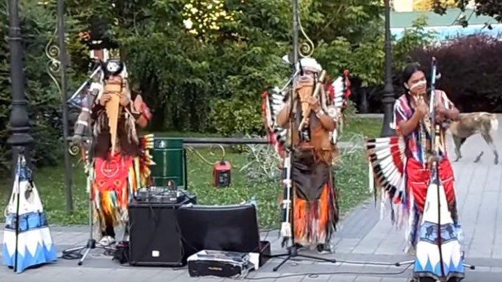 Вот как надо радоваться жизни! Наши пляшут с индейцами. Супер позитив!!!