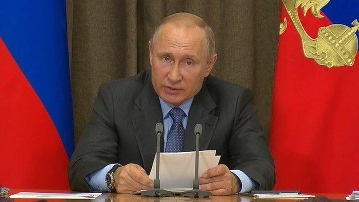 Российские корабли с новейшими ракетами должны находиться в Средиземном море постоянно, считает Путин