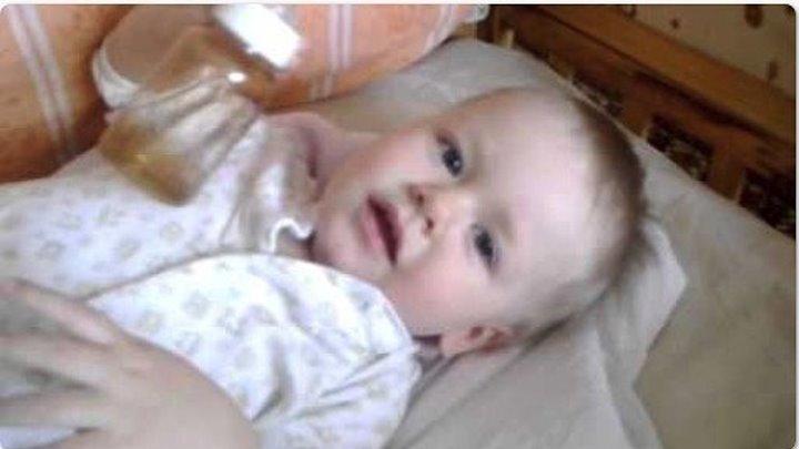 Малыш в 1 год и 8 месяцев читает стихи! Это невероятно