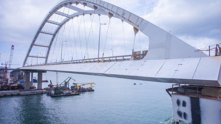 Крымский мост. Его не откроют. Ещё чуток и он рухнет!