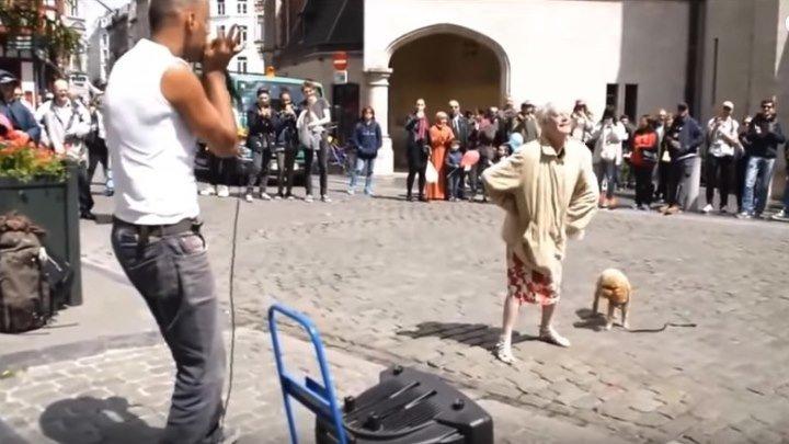 Уличные танцы. Бабушка в теме ...)
