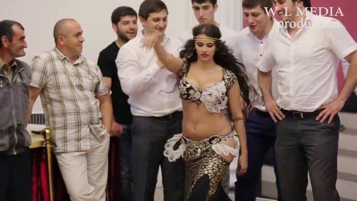 Восточный танец со змеей Свадьба в Нальчике!