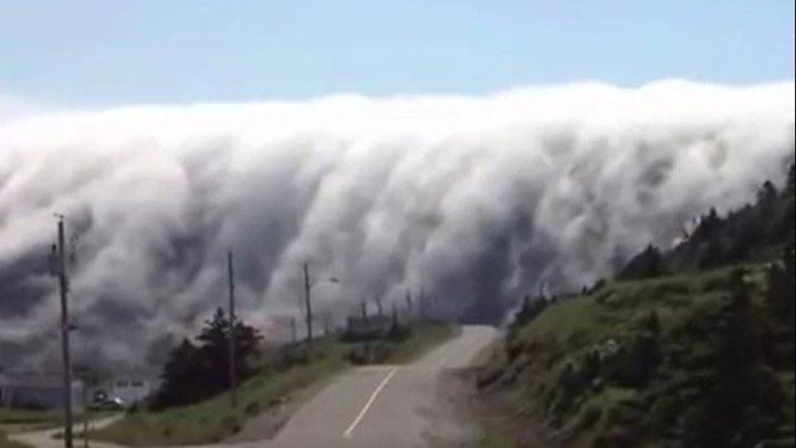 Удивительное явление природы! Облака упали с неба!