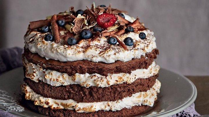Пошаговый видео рецепт Торт: бисквит, крем, шоколадная глазурь, фруктовое у
