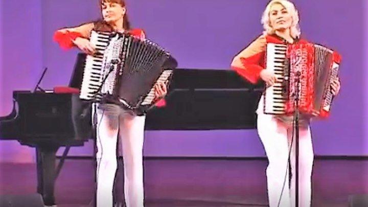 Красавицы шикарно играют на аккордеонах