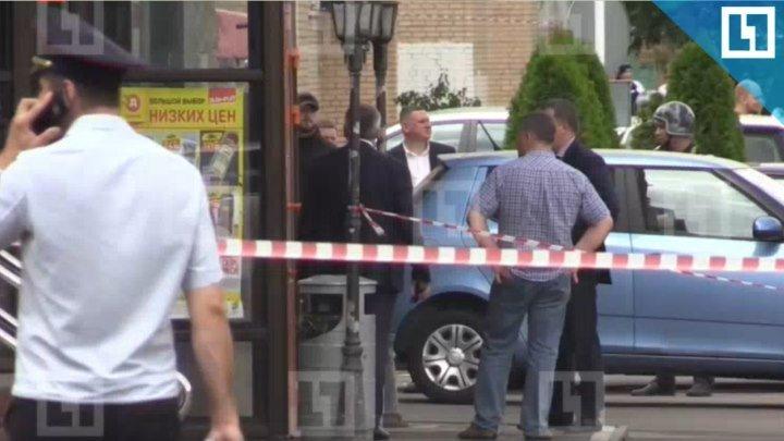 Мужчина с ножом напал на посетителей магазина в Москве