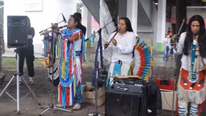 Индейцы в Москве! Как же красиво они играют!!!