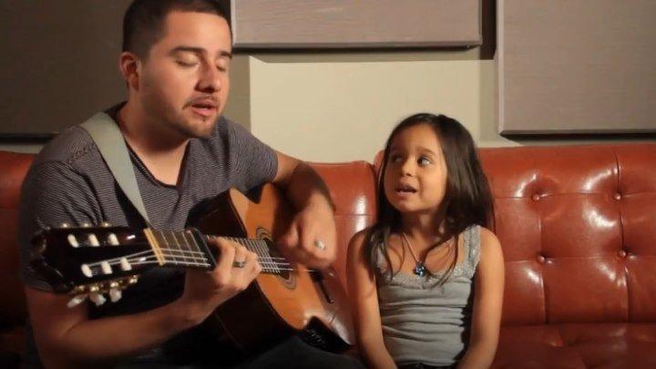 Папа и дочь поют Rolling in the Deep