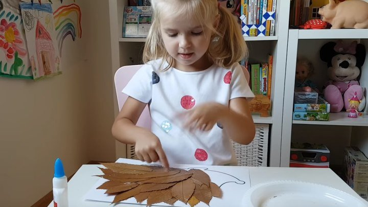 Делаем ежика из осенних листьев! Красота!