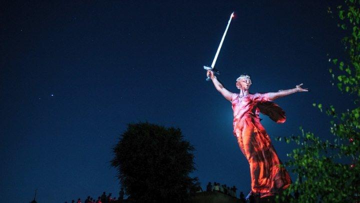 Оживающая ночью Родина Мать. Это потрясающее зрелище! Город-герой Сталинград. Мамаев курган
